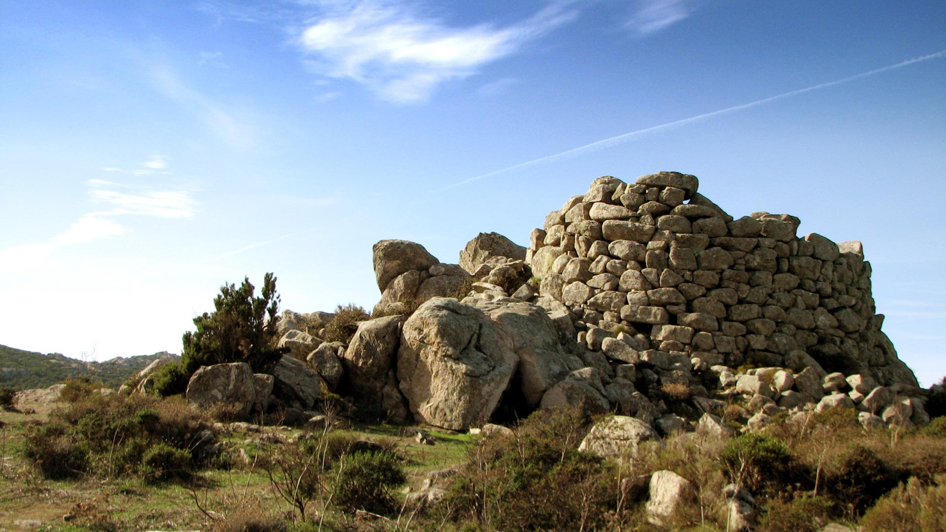 holiday-sardinia-visit-nuraghe-unesco