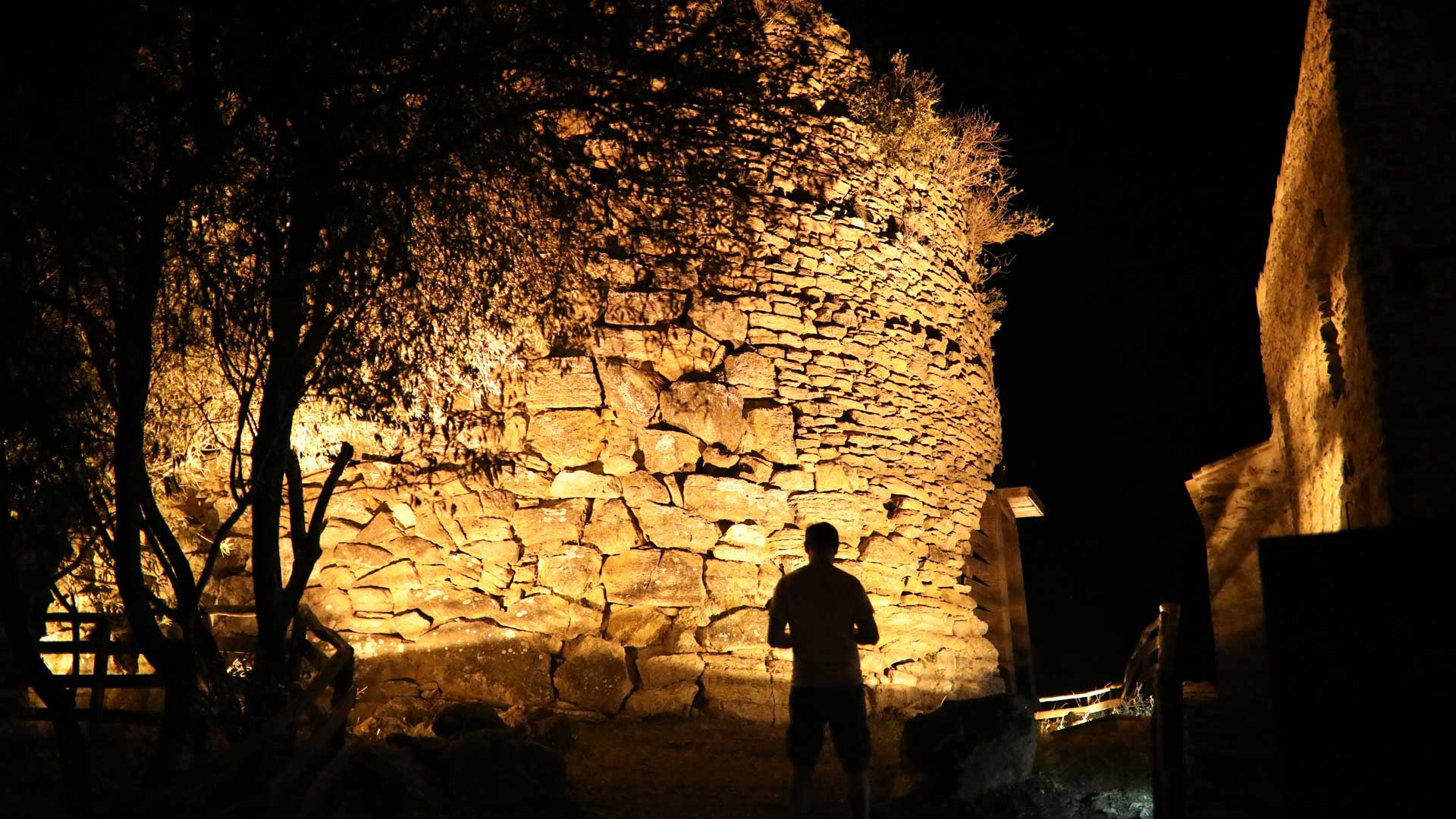 visit-nuraghe-little-sardinian-villages